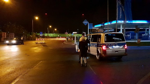 Polizei sperrt Straßen ab