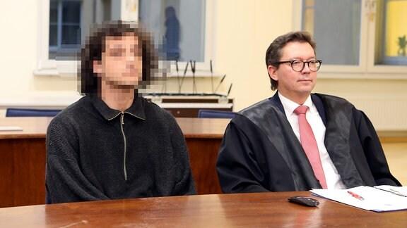 Der 27-jährige Angeklagte und sein Verteidiger Andreas Meschkat im Gerichtssaal