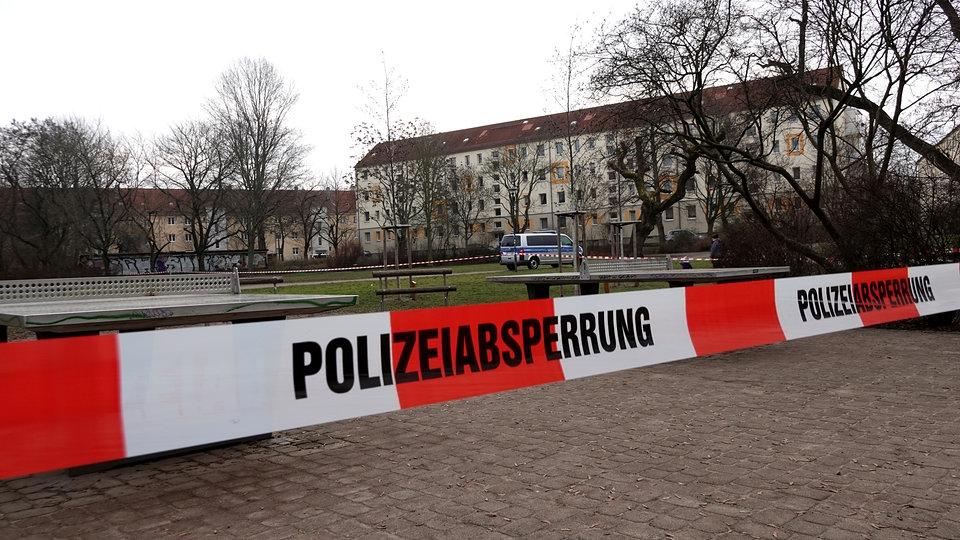Verdächtiges Päckchen auf Spielplatz in Connewitz   MDR.DE