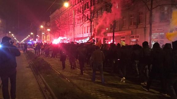 Pyrotechnik bei Demonstrationszug auf der Karl-Liebknecht-Straße Leipzig