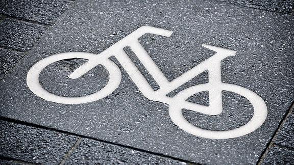 Fahrrad-Symbol auf einem Radweg