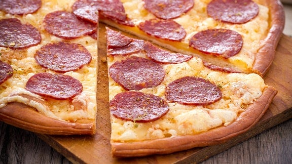 Eine Salamipizza