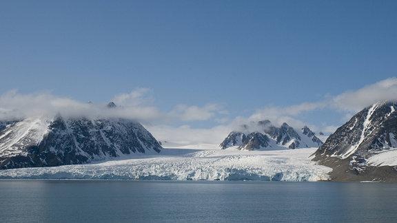 Raue Landschaft mit Gletscherzunge in Norwegen.