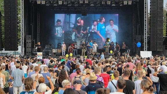 Banda Communale bei Unteilbar in Dresden