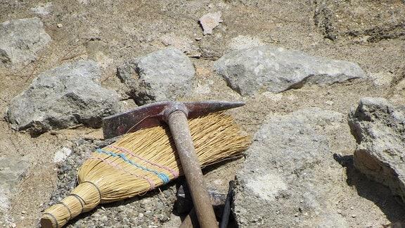 Archäologische Grabwerkzeuge.