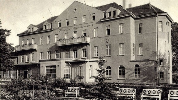 Bad Lausick, Hermannsbad, Blick auf das Kurhotel - Alte Schwarzweiß-Aufnahme