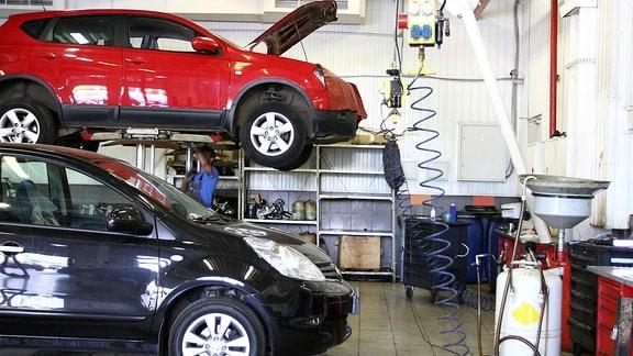 Auto Reperatur in einer Werkstatt
