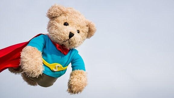 Ein Teddy im Heldenkostüm