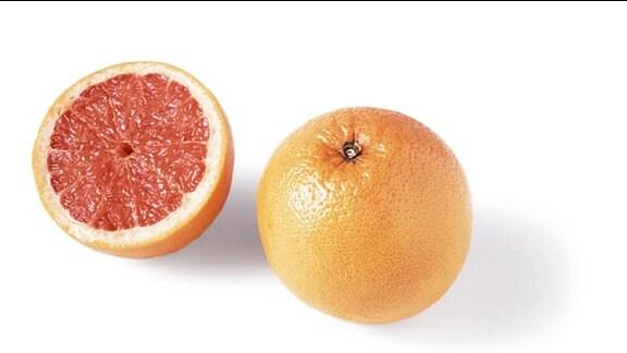 Eine halbe und eine ganze Grapefruit