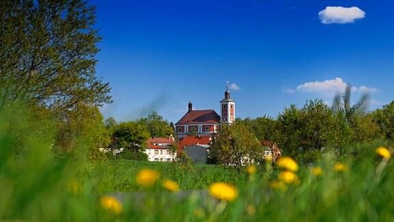 Das Tor zur Oberlausitz ist Njebelčicy/Nebelschütz - hier gibt's Landurlaub inmitten von sanften Hügeln.