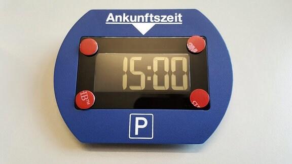 Eine elektronische Parkscheibe.