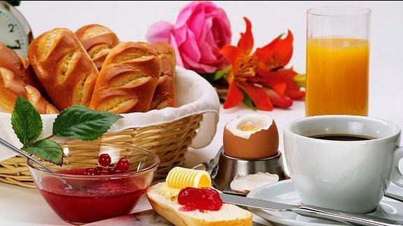 Frühstück auf dem Tisch.