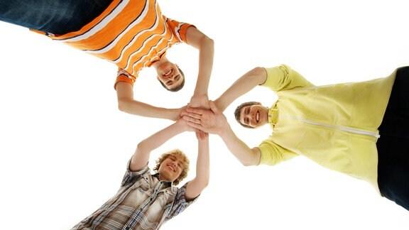 Gruppe der glücklich lächelnde Teenager