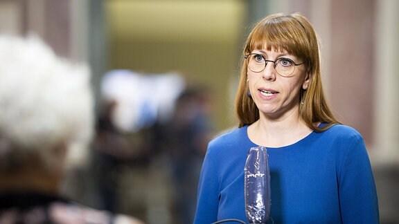 Katja Meier, Staatsministerin der Justiz und fuer Demokratie, Europa und Gleichstellung von Sachsen, spricht zu den Medien im Rahmen der Sitzung des Bundesrates in Berlin.