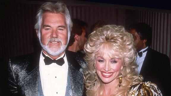 Kenny Rogers und Dolly Parton im Jahr 1988. Kenny Rogers ist mit 81 Jahren verstorben.
