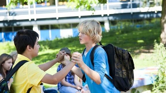 Kinder Streit Schule