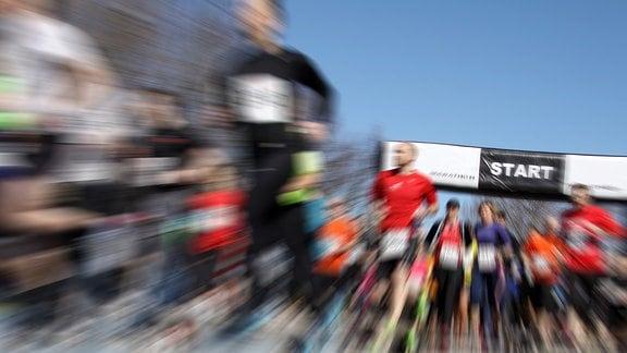 Sportler die Laufen.
