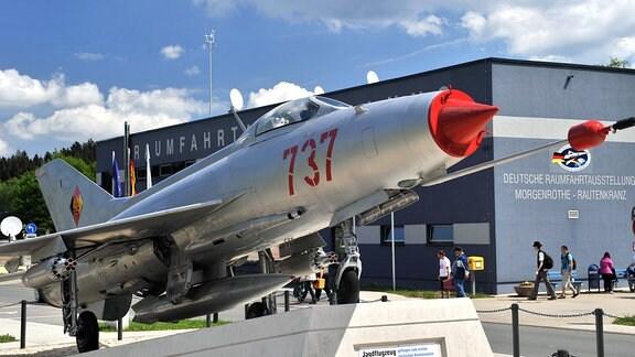 Raumfahrtmuseum Morgenröthe Rautenkranz, 2011. Im Vordergrund ein MiG-Jagdflugzeug, das auch von Gagarin geflogen wurde.