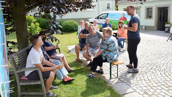Sachsenradio-Moderator Silvio Zschage in der Keramik-Kunst-Werkstatt Cunewalde.