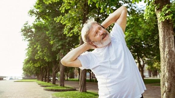 Ein Mann beim Fitness