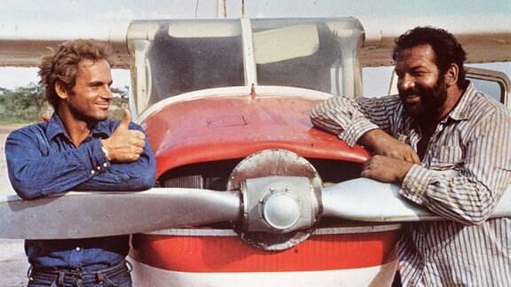Zwei Himmelhunde auf dem Weg zur Hölle (1972) Die beiden Freunde Plata (TERENCE HILL) und Salud (BUD SPENCER) arbeiten für eine zwielichtige Firma in Südamerika.