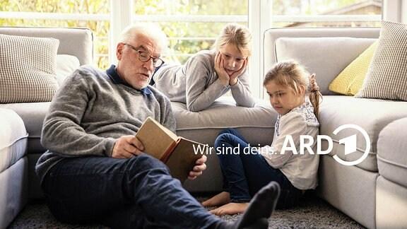 Opa liest Enkeln vor Wir sind deins ARD