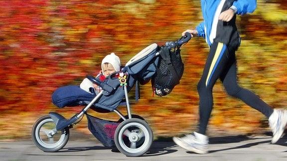 Jogger mit Kinderwagen