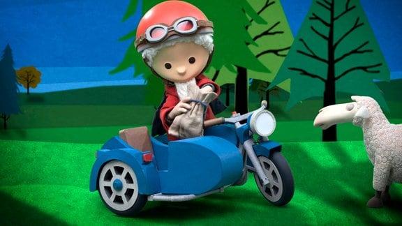 Figur des Sandmann in einem Motorrad mit Beiwagen, Sand aus dem Beutel holend, daneben ein Schaf.