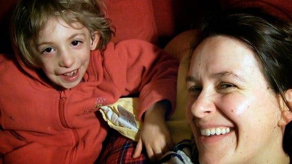 Eine Frau und ein Kind