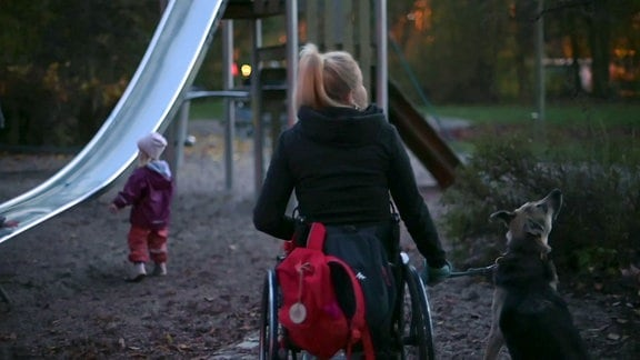 Marie  – Mit Kind und Rollstuhl