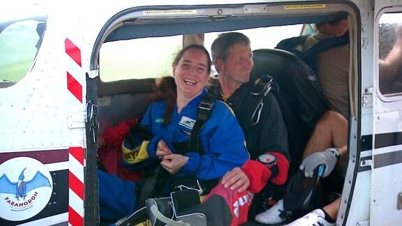 Frau mit Mumm - Fallschirmspringen mit Handicap
