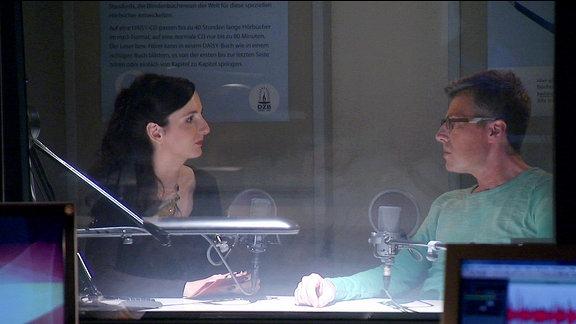Jennifer Sonntag interviewt Martin Fromme im Studio.