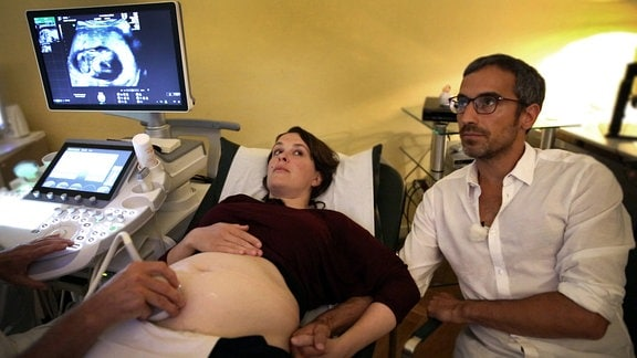 Tabea Hosche und ihr Mann beim Frauenarzt.