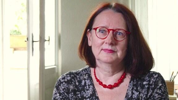 Die Psychoanalytikerin Annette Simon halbnah.