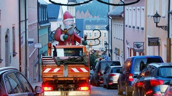 Transport des Weihnachtsmanns in Annaberg-Buchholz