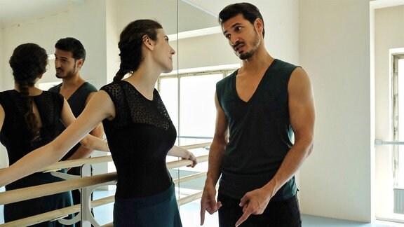 Irina Wolkov (Katharina Rivilis) und ihr Freund Roman Kanter (Salvatore Greco) haben gerade ihren Traum verwirklicht und ein Tanzstudio eröffnet. Um Roman nicht zu enttäuschen, hält Irina seit Wochen Schmerzen in ihrem Fußgelenk geheim. Doch Roman weiß, dass Irina Schmerzen hat und bittet sie inständig zum Arzt zu gehen.