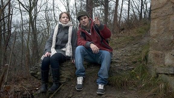 Elise (Jasna Fritzi Bauer) und Kai (Lucas Reiber) blicken über die Stadt.