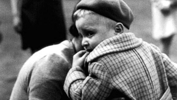 Warum ließen die Nazis im Ghetto von Warschau drehen? Was sollen die Bilder belegen?