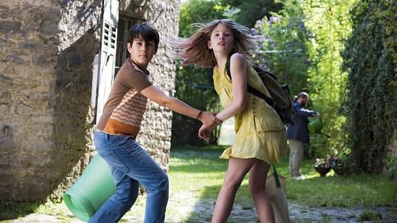 Lola (Tabea Hanstein) hat in Rebin (Arturo Perea Bigwood) einen neuen Freund gefunden.