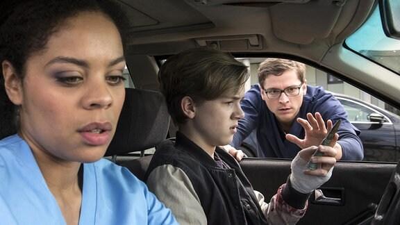 Vivi(Jane Chirwa, l.) und Elias (Stefan Ruppe, r.) suchen Dominik (Noah Kraus, M.) auf; er hat noch eine Patrone dabei - ähnlich der in Flos Körper.