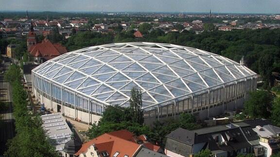 Das Gondwanaland im Leipziger Zoo. Die größte Tropenhalle Europas ist auch gärtnerisch eine Meisterleistung. Mehr als 17.000 Pflanzen aus aller Welt, von Bodendeckern bis zu wahren Baumriesen, erschaffen ein Stück Regenwald mitten in Leipzig.