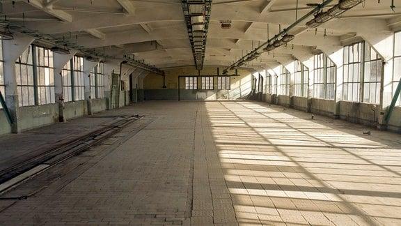 In dieser Halle wurden einst Millionen von Simson-Rollern lackiert