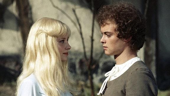 Hans (David Schneider) steht der Prinzessin (Jaroslava Schallerova) gegenüber.
