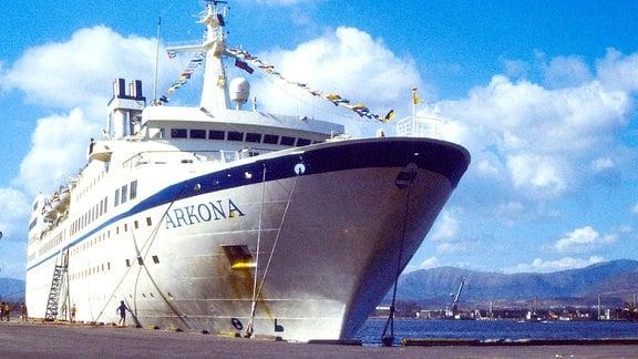 Die Arkona im Hafen von Santiago de Cuba.