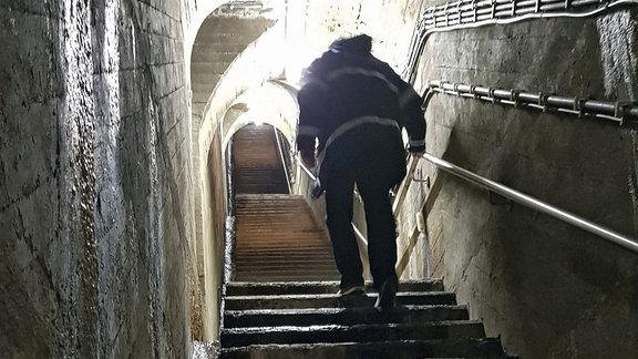 Beim Rundgang durch die Staumauer sind bis zu 60 Höhenmeter zurückzulegen