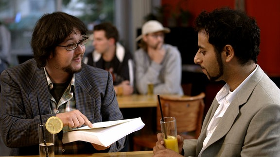 Lenny und Oleg mit Drehbuch