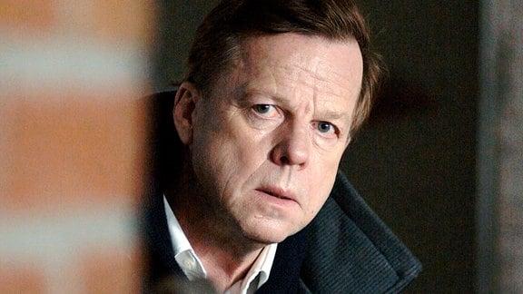 Kommissar Wallander (Krister Henriksson) ermittelt den Mordanschlag auf einen Priester.