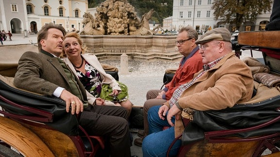 Paul Krüger (Horst Krause, re.) und Bernd (Fritz Roth) trauen Karins (Manon Straché) windigem Verlobten Hansi (Serge Falk, li.) nicht über den Weg.