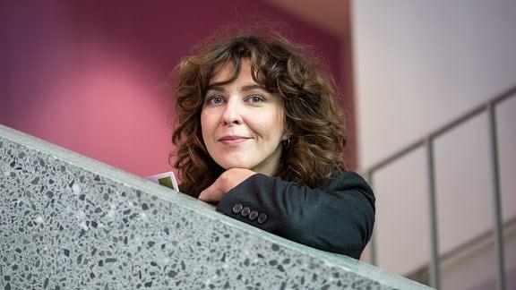 Nicole Thomas (39) auf dem Weg zum Interview mit Johanna Winkler, SRH Hochschule für Gesundheit in Gera
