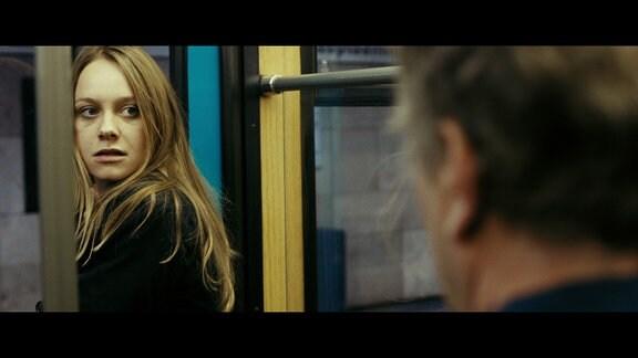 Emily (Anna Unterberger) trifft auf Christian M. (Stefan Merki).